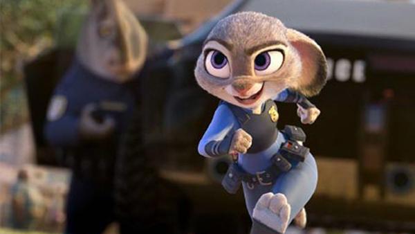 主人公是一只名叫朱迪的兔子,她从小就梦想能成为动物城的警察,尽管
